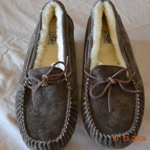New without tag UGG slippers brown size 11